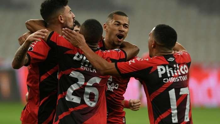 Copa do Brasil: Athletico-PR vence o Santos na Vila Belmiro e avança às semifinais
