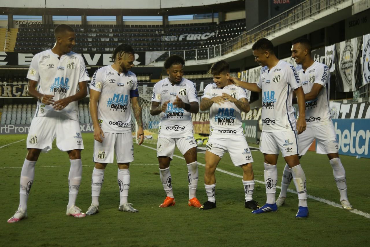 Santos recebe o Flamengo na Vila Belmiro pelo Campeonato Brasileiro