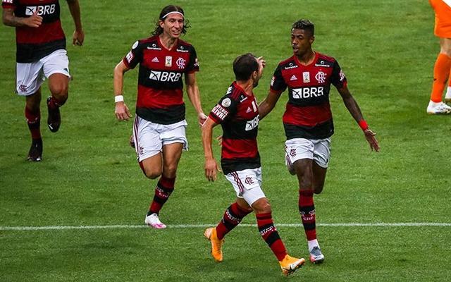 Com direito a golaço de falta, Flamengo vence o Juventude por 3 a 1 no Maraca