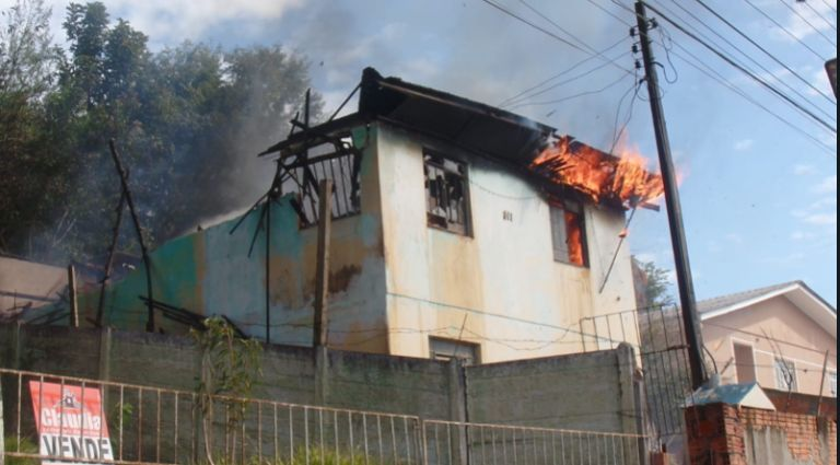 Família de PG que teve casa completamente destruída por incêndio pede doações