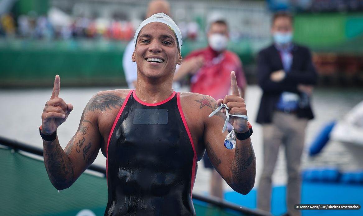 Brasileira Ana Marcela Cunha é ouro na maratona aquática