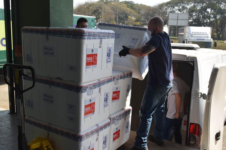 Covid-19: saúde distribui vacinas para reforço de idosos acima de 60 anos e trabalhadores da saúde
