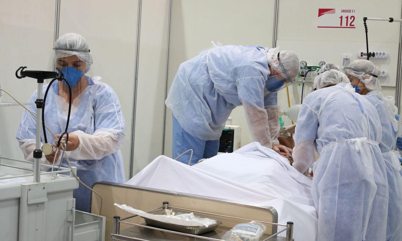 Variante delta tem dobro de risco de levar à hospitalização do que a alfa, diz estudo