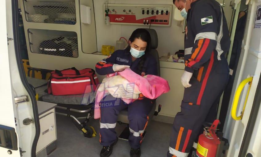 Socorristas do SAMU salvam por telefone bebê engasgado
