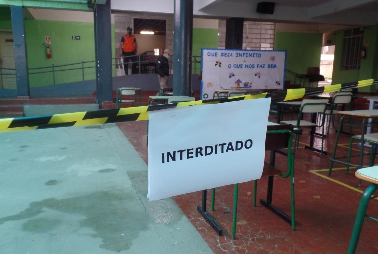 Colégio de PG é evacuado e interditado por risco de desabamento