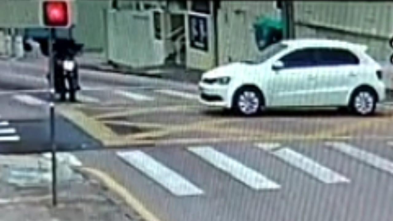 Vídeo: Veja o momento em que motociclista que morreu é atingido no Centro de PG