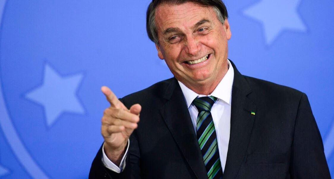 """Bolsonaro fala que a culpa na alta da gasolina é do """"9 dedos"""""""