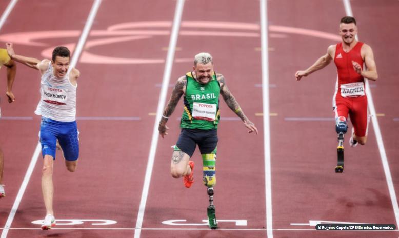 Por um centésimo, Vinícius Rodrigues é prata nos 100m em Tóquio