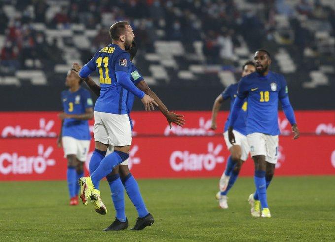 Brasil vence o Chile e segue com 100% de aproveitamento nas eliminatórias