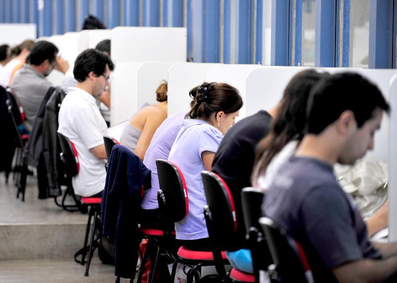 Concursos públicos oferecem vagas com salários de até R$ 32 mil