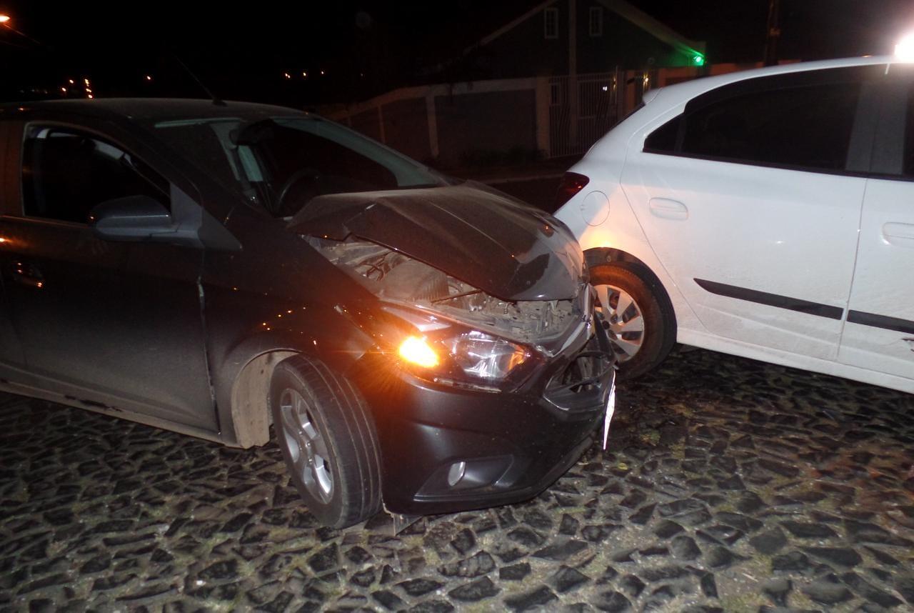 Agora: Furto de placa PARE provoca acidente no Jd. Carvalho.