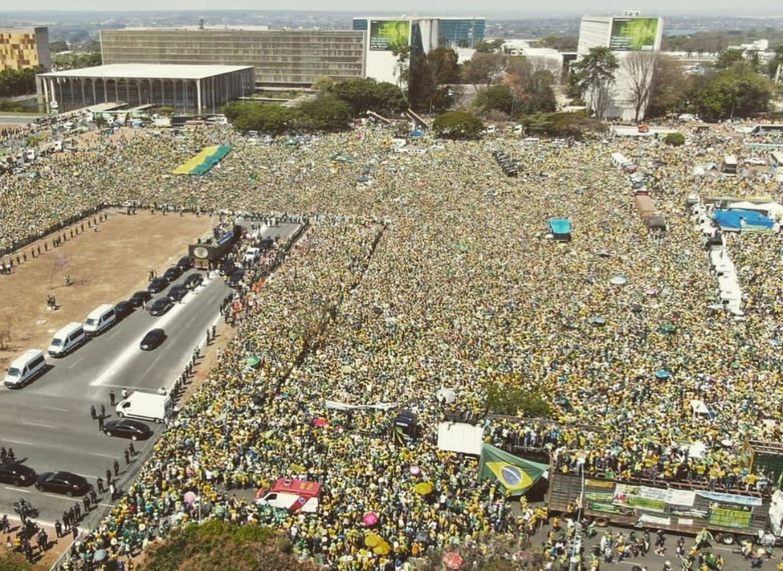 Público em ato pró-Bolsonaro na Esplanada chegou a 400 mil pessoas, avalia PM