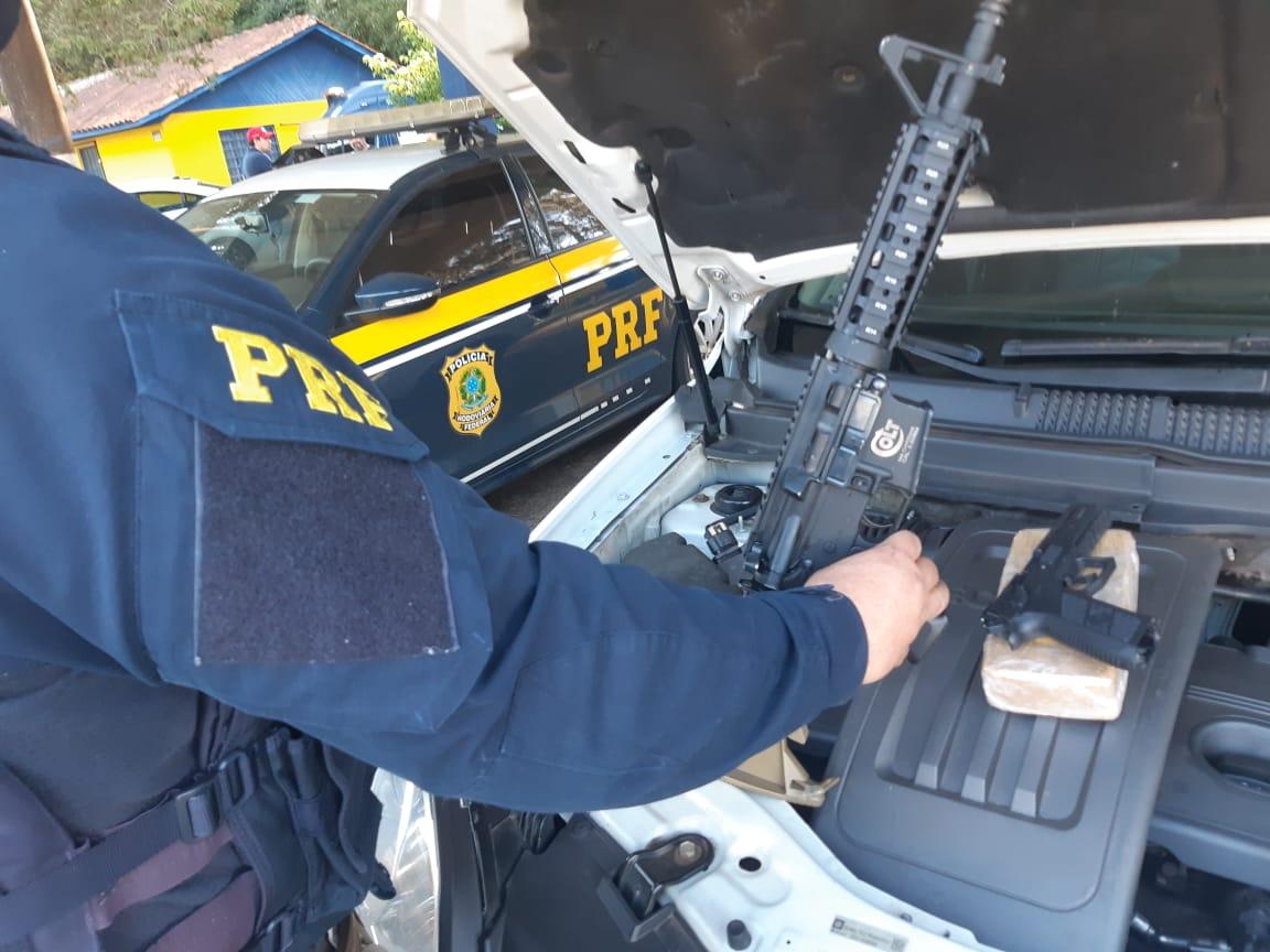 Policial Militar e amigo são presos pela PRF e PM com armas e drogas em PG