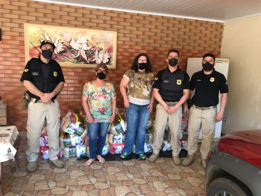 PRF distribuí alimentos arrecadados na Campanha Estrada Solidária