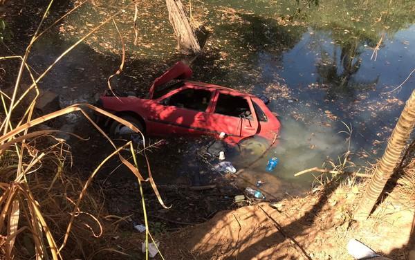 Seis pessoas morrem após carro cair de ponte