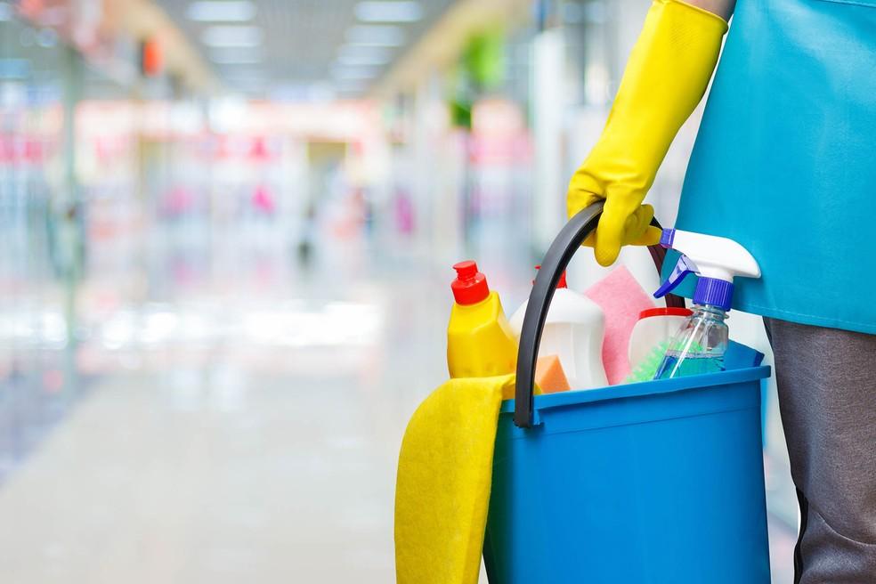 Mulher passa mal ao se intoxicar com produtos em Shopping de PG
