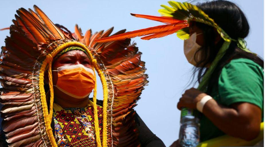 Distribuição de livros exalta culturas negra e indígena