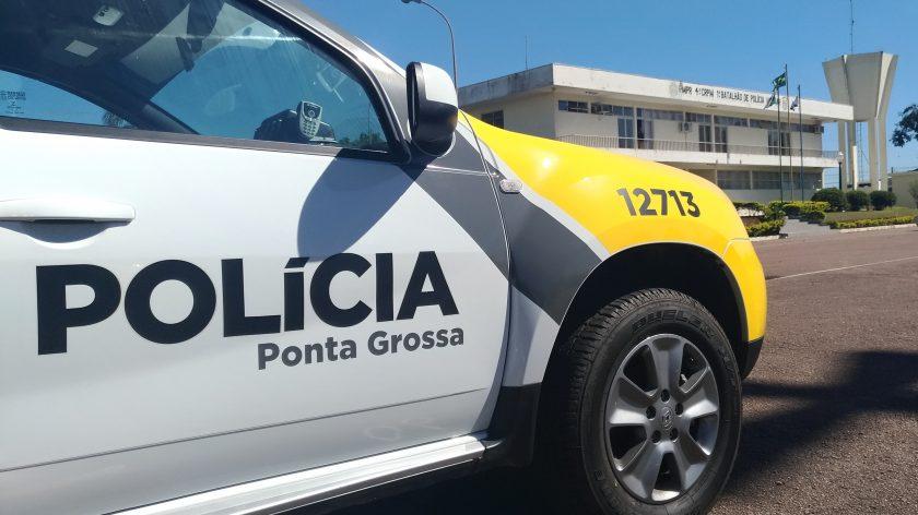 """Idosa é presa após """"exorcizar"""" e cuspir em manifestantes  no PR"""