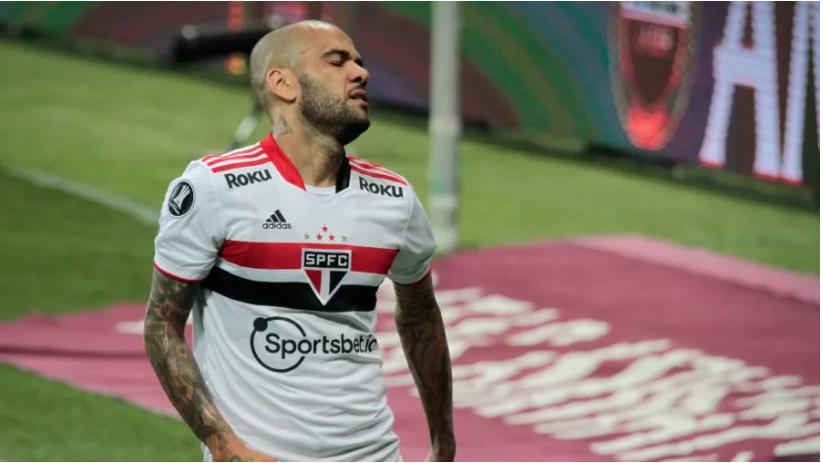 Polêmica: Daniel Alves não joga mais pelo São Paulo, diz clube