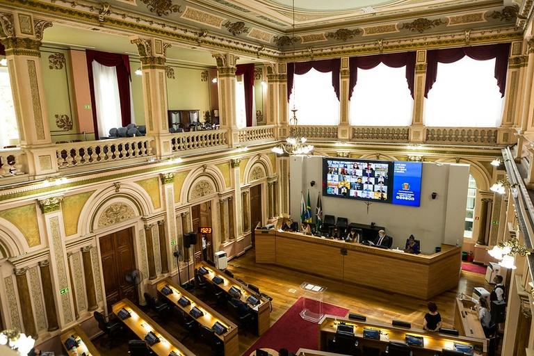 Vereadores aprovam projeto de lei que protege mulheres em bares e restaurantes