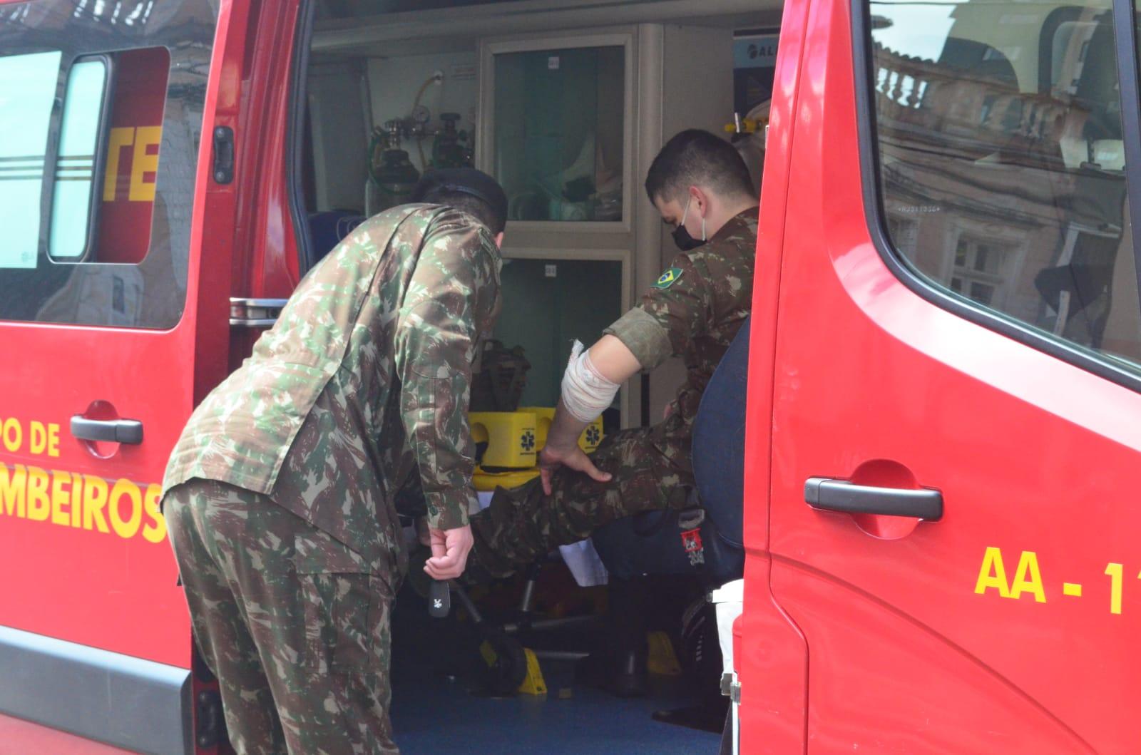 Militar fica ferido após colisão entre carro e moto no Centro de PG