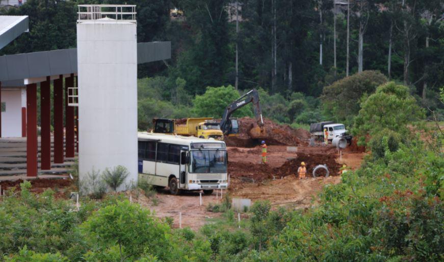Prefeitura de Castro asfalta acesso à nova rodoviária